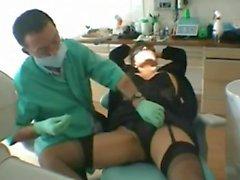 Amatörmässig hustrun Fransk används av tandläkare