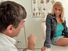 Blondine Anna German Porn Beim Frauenarzt vom Doctor pervers gefickt