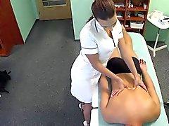La patiente de de massages infirmières