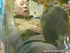 Japanska MILF åtnjuter varma kön part6