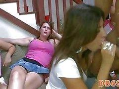 Die Girls wahnsinnig in heißen Party