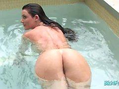 Lusty Mendi tight in bikini