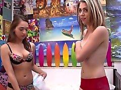 Mujerzuela de lesbianas adolescente de juguete