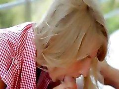 Brainparking blondin ger snygg avsugning