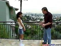 Asian Girl taille petite au torse Flast