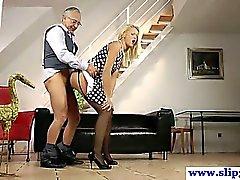 Young euron slut leikkii vanhoja miehen Dick