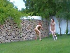 Русский девушки водные виды в огороде