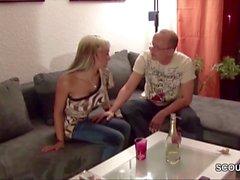 tochter wird vom Stiefvater der Freundin Gefickt und Besamt