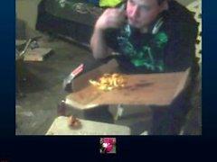 Miehen kokemasi haittavaikutus on ikävä 3 pizzat sekä Doritos