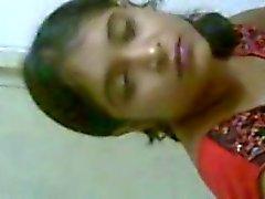 Индийская девушка с Б.Ф.