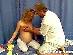 Gravid Stepdaughter knullas av en Her Oanständigt Stepfather