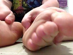 Mostrando y jugar con mis pies suaves