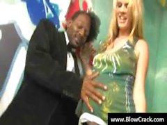 Interraciaux blowbang - Ejaculation visage dans le hardcore interraciales baiser 26