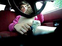 weichling Spiel with dildos und der Selbst Gesichtsbehandlung in Auto