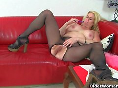 British milf Tori loves her easy access pantyhose