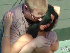 Geiler Amateur Teen Lea wird vom Nachbarn Outdoor gefickt