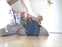 Китайский язык девушки красивые ботинок Heel и ноги Lick