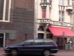 La prostituta olandese viene leccata