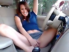 Camslut fingers herself in car