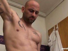 Geile deutsche Cougar hart im Badezimmer abgefickt