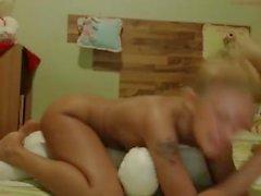 Biondo humping Teddy