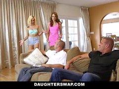 Slutty teens panon laidalta orgy