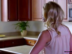 Jessa Rhodes teachers her stepdaughter Lucy Doll how to