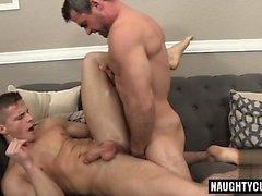 Big dick kehonrakentaja anaali seksi kanssa cumshot