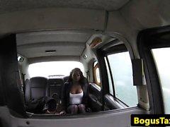 Ebony taxi babe pussylicked on backseat