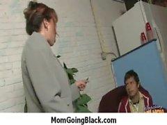 Жена и маме трахает большой черный член 19