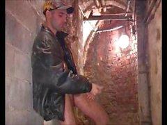 Seksikkäitä 10 tuuman Dickin guy itsenäinen on syvältä ja cums hänen omasta suustani lisätäksesi henkilön Jamesxxx71