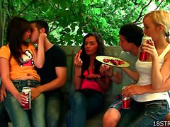 Orgía de el exterior con el adolescentes calientes