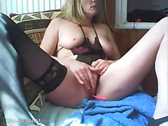 Luxury Milf Cammodel Showing Her Goods