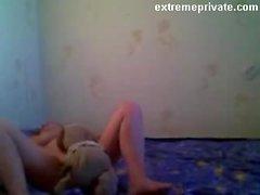 mia mamma con il suo giocattolo strana sulla fotocamera spy