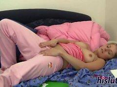 Young hottie Mia enjoys masturbating in bed