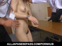 Yui Ainan riisuuntuu vuonna 3some