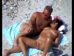 Äldre par Beach Play.avi