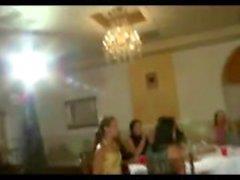 Amatör CFNM fan kız kamu striptizci emmek