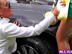 Euro sluts ficar sujo enquanto lava o carro