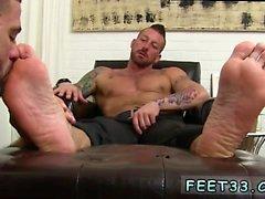 Gay foot serviced and gay bare feet bareback Hugh Hunter Wor