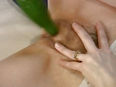Housewife mature fotte un cocomero