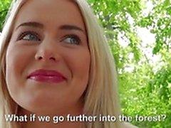 Söt blondin Eurobabe rasat för pengarna