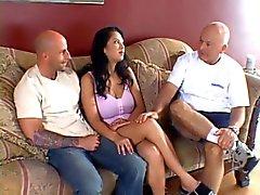 Gubben följer hans unga fru får hennes tuttar och fitta knullade