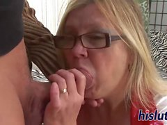Naughty old slut has her cunt pounded
