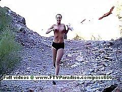 A Marissa sexy loira de seios grandes exercitar e as peitos piscando