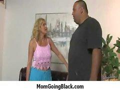 Жена и мамы трахает большой черной Дика четыре