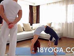 El yoga adolescente de Tina calientes Choked la palmada Anal Creampied