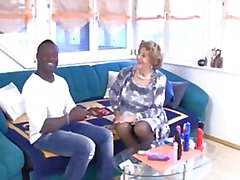 Saksan mummo vie kovaanuori musta mies