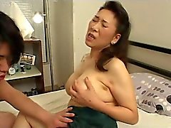Junger Boy fickt Japaner Mature Mom