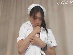 Salope infirmière fait l'amour avec 03 les patients
